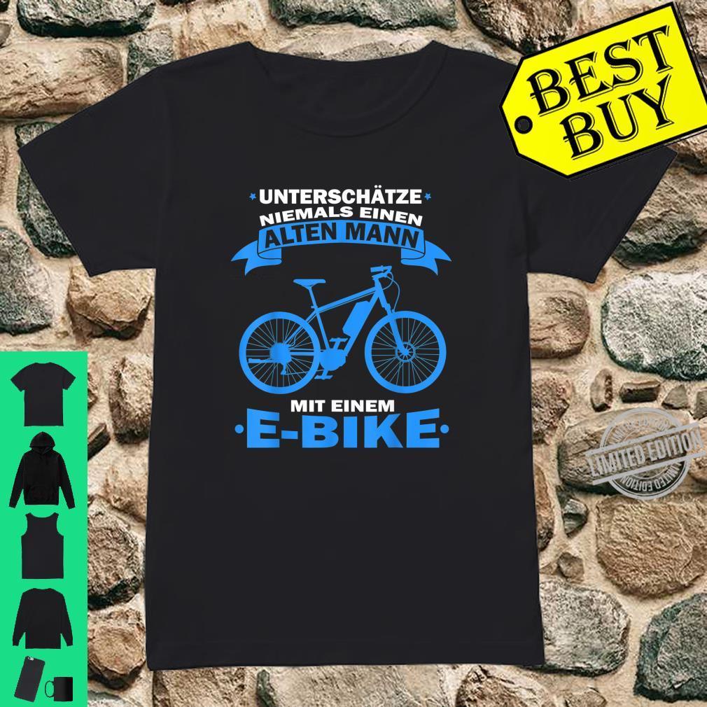 Herren Unterschätze niemals einen Alten Mann mit einem E Bike Shirt ladies tee