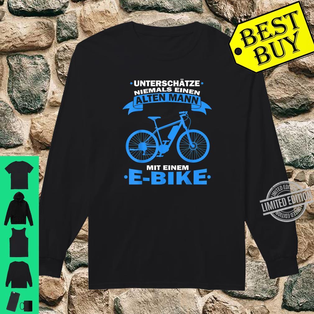 Herren Unterschätze niemals einen Alten Mann mit einem E Bike Shirt long sleeved