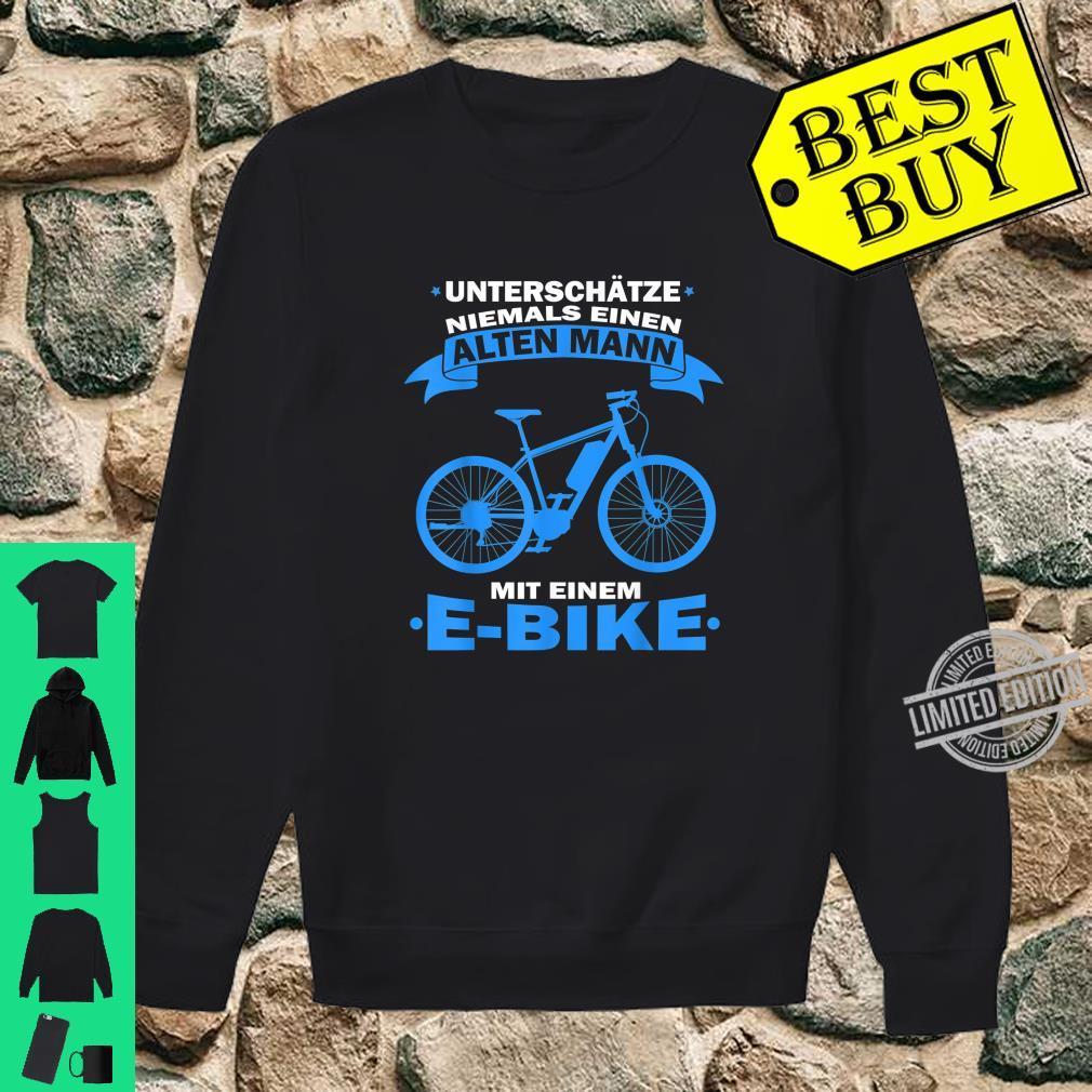 Herren Unterschätze niemals einen Alten Mann mit einem E Bike Shirt sweater