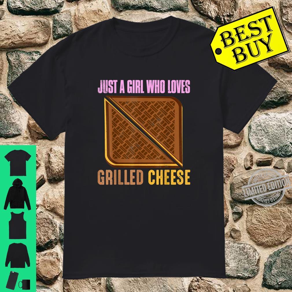 Just A Girl, das liebt gegrillten KäseSandwichGeschenk Shirt